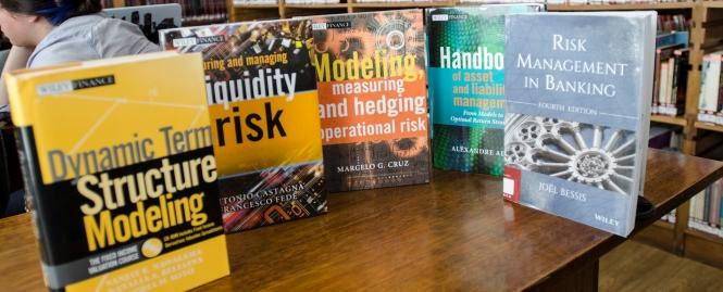 Biblioteca inaugura colección de gestión de riesgos