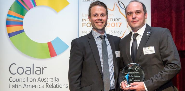 Coordinador académico recibió premio internacional a joven emprendedor