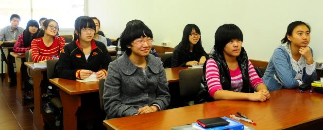 estudiantes de harbin en la universidad ort uruguay