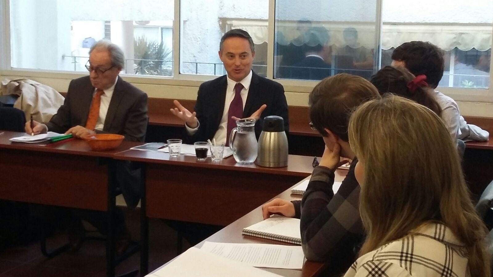 Diplomáticos visitaron clase de la Licenciatura en Estudios Internacionales en el marco del ciclo Dialogando con los Embajadores