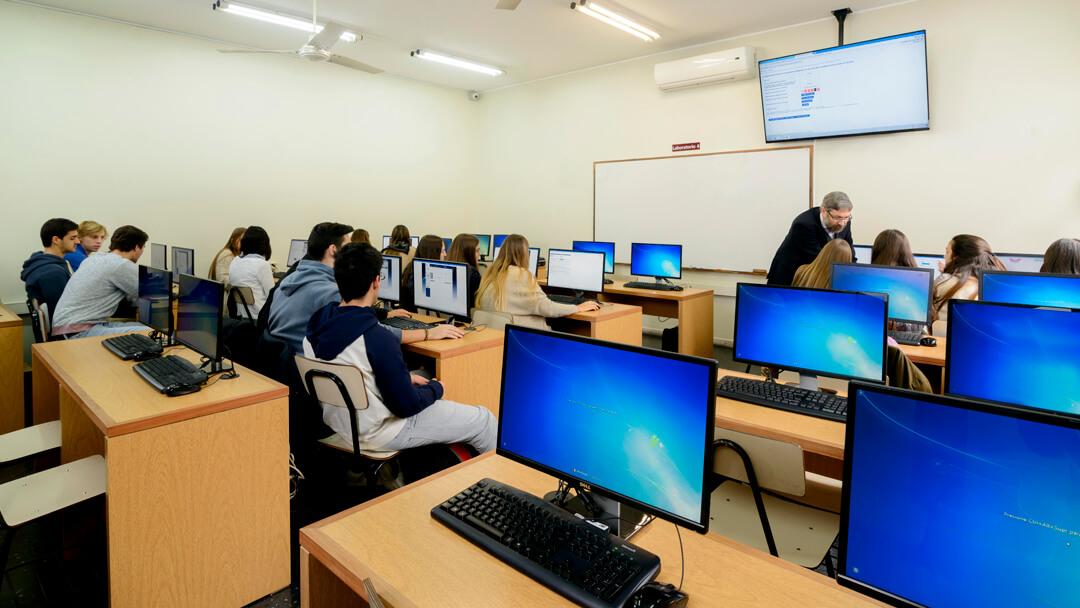 Laboratorio de la Facultad de Administración y Ciencias Sociales